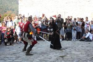 Prizor borbe viteza i Crne kraljice na festivalu